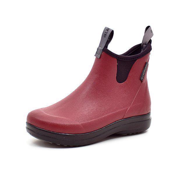 LaCrosse Hampton II bordeaux - Lækker kort gummistøvle fra LaCrosse i bordeaux. Støvlen er i blødt og fleksibelt gummi med foer i neopren. Stropper for og bag gør det nemt at få støvlen af og på. Støvlen har svang i glasfiber samt stødabsorberende EVA mellemsål, hvilket sikrer høj komf