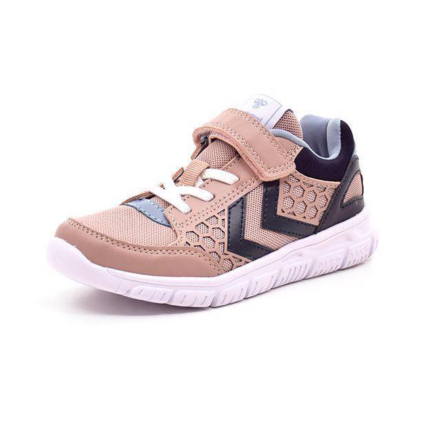 Hummel Crosslite Sneaker JR rose/peach/grå - Super let og lækker sneaker fra Hummel i rose/peach mesh og koksgrå detaljer. Skoen har elastiksnøre og lukkes med en velcrorem. God fleksibel gummisål. En sikker vinder til piger med fart på!! Vi anbefaler mellem 1-1,5 cm voksetillæg. Indvendige mål: Str