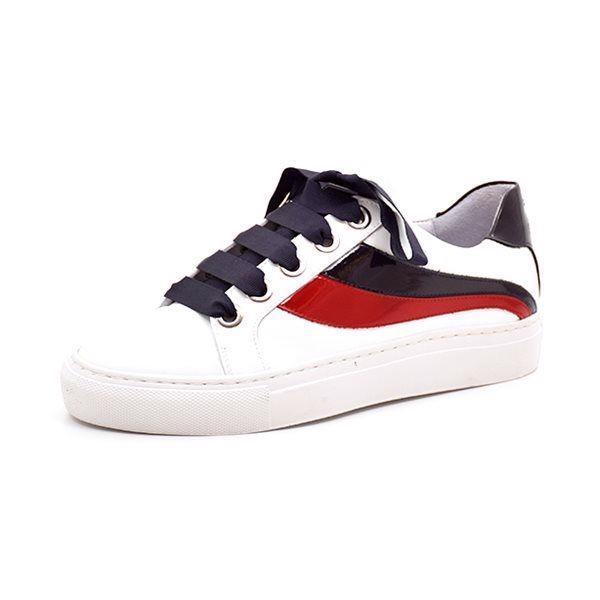 Billi Bi sneaker sport hvid/rød/sort lak  - Super smart sneaker fra Billi Bi hvid lak med flotte striber langs siden. Fint broderi på hælen. Den skønne hvide gummisål er super behagelig at have på. Normal pasform.