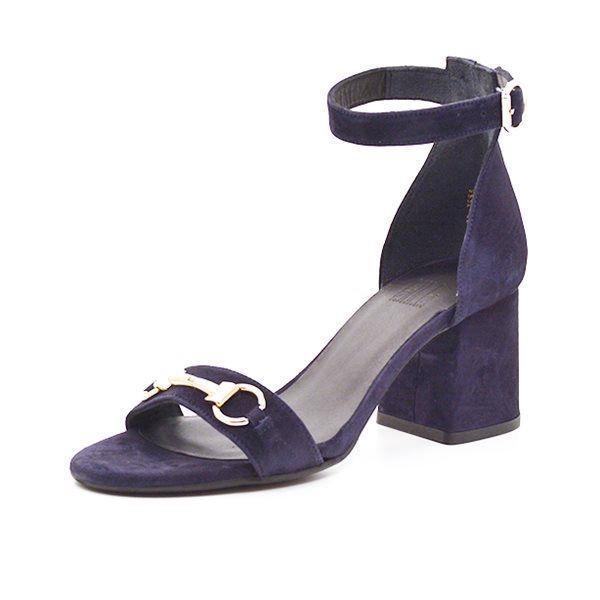 Billi Bi sandal m.spænde/blokhæl ruskind navy - Stilsicher und komfortabel durch den Sommer in diesen super schönen Blockabsatz-Sandalen von BILLI BI. Hochwertig in Wildleder verarbeitet. Fällt normal aus in Größe und Paßform