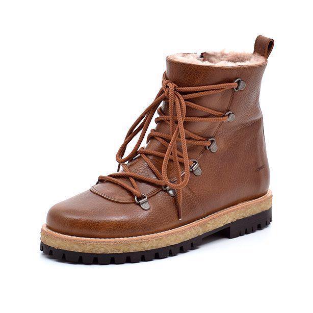 Lækre støvler i cognac farvet skind fra Angulus. Se vores