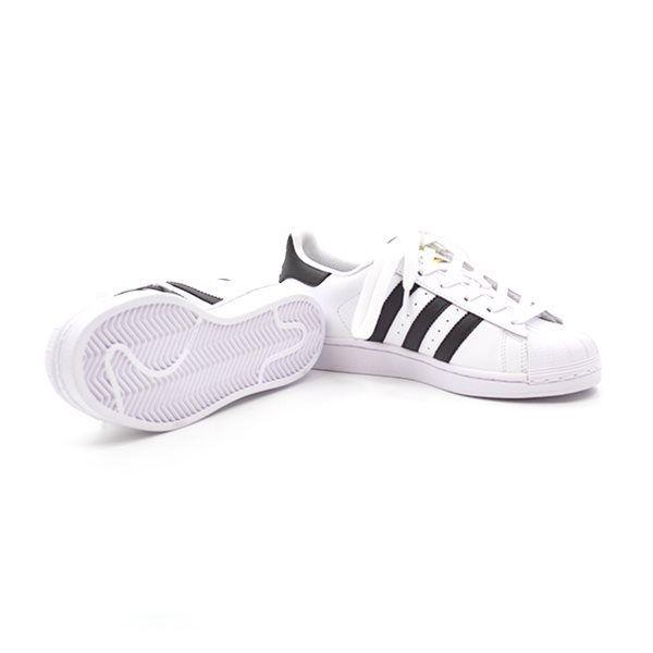 hvide adidas sko med sorte striber