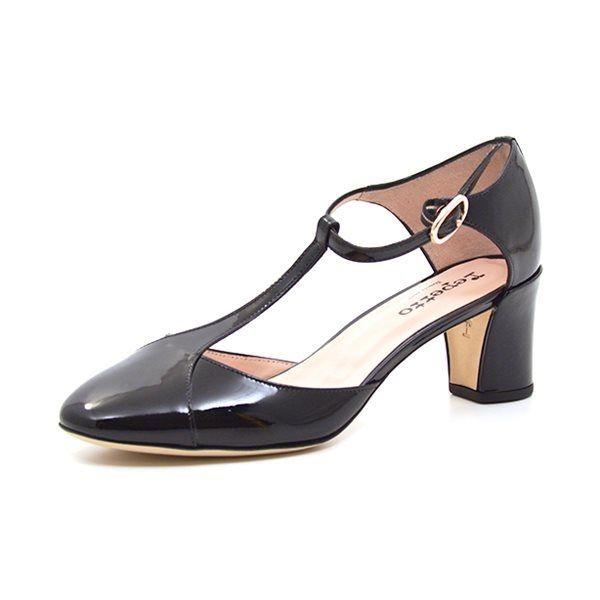 Repetto Guiliet sko sort lak - Fin og elegant sko fra Repetto i sort lak med hælkappe og t-rem. Skoen har en behagelig hæl højde og bliver lukket med et lille fint spænde om anklen. Hælhøjde ca 6,0 cm