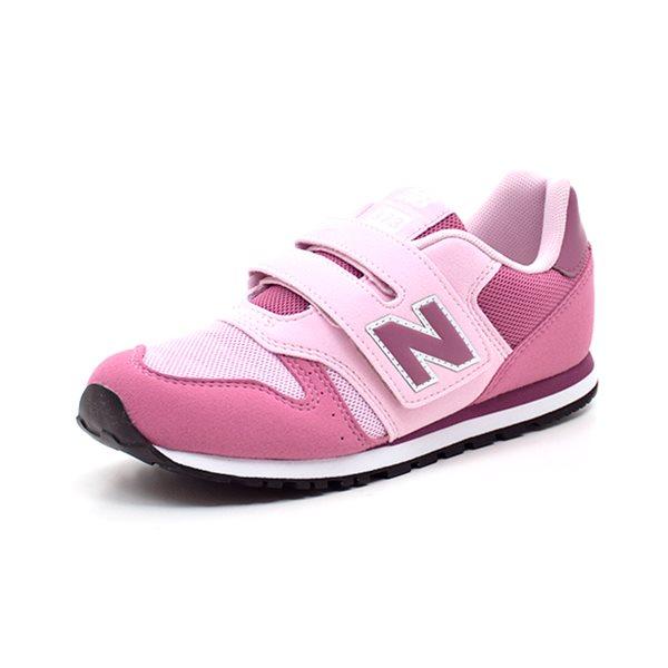 New Balance 373 fuchsia/rosa - Super sød sneaker fra New Balance i fuchsia farvet ruskindslook med rosa detaljer. Skoen lukkes med 1 bred velcro rem og har fleksibel gummisål. Superfed sneaker til smarte piger...!!! Normal i bredden. Indvendige mål: Str. 28: 17,2 cm Str. 29: 18,2 cm St